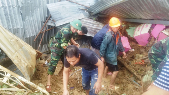Nha Trang: Thầy cô đón 20-11 trong bùn, người chết vẫn tăng - Ảnh 12.