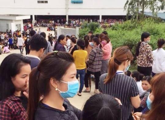 Cho rằng bữa ăn trưa sơ sài, gần 4.000 công nhân ngưng việc phản đối - Ảnh 1.