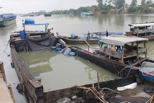 Sự thật về chiếc thuyền chở hóa chất chìm trên sông Đồng Nai - Ảnh 1.