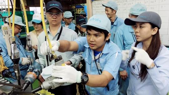 Nhật Bản thúc đẩy cho phép lao động nước ngoài ở lại lâu dài - Ảnh 1.