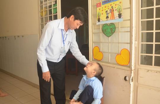 HẠNH PHÚC CỦA NGƯỜI THẦY (*): Một đời với học sinh khuyết tật - Ảnh 1.