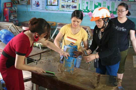 Nha Trang: Thầy cô đón 20-11 trong bùn, người chết vẫn tăng - Ảnh 8.