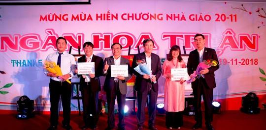 Đại học Đông Á đón nhận Cờ thi đua của Bộ GD&ĐT - Ảnh 3.