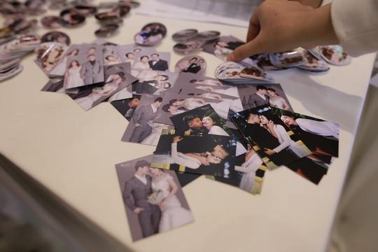 Rộn rã tiếng cười trong đám cưới tập thể Hậu duệ mặt trời Việt - Ảnh 2.