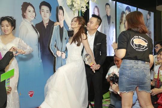 Rộn rã tiếng cười trong đám cưới tập thể Hậu duệ mặt trời Việt - Ảnh 13.