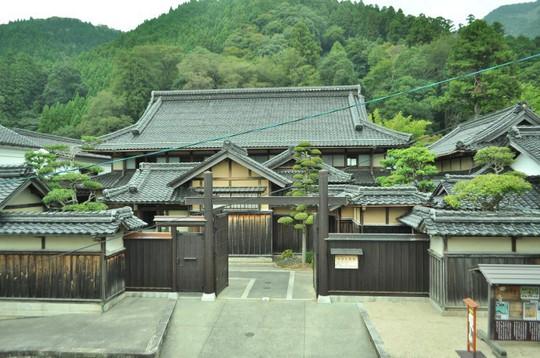 Những ngôi nhà đẹp tựa tranh vẽ ở nông thôn Nhật Bản - Ảnh 17.