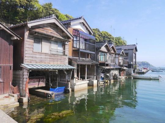Khám phá vẻ đẹp thị trấn nổi truyền thống ở Nhật Bản - Ảnh 2.
