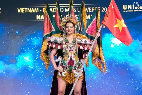 Độc đáo bộ trang phục của H'hen Niê mang đến Miss Universe - Ảnh 5.