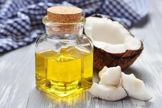 Có nên dùng dầu dừa khắc phục tình trạng khô hạn cho phụ nữ? - Ảnh 1.