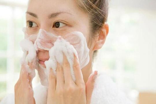 Bạn phải dừng lại ngay sai lầm khi chăm sóc da mặt - Ảnh 1.