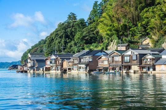 Khám phá vẻ đẹp thị trấn nổi truyền thống ở Nhật Bản - Ảnh 1.