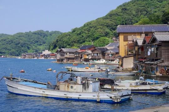 Khám phá vẻ đẹp thị trấn nổi truyền thống ở Nhật Bản - Ảnh 3.