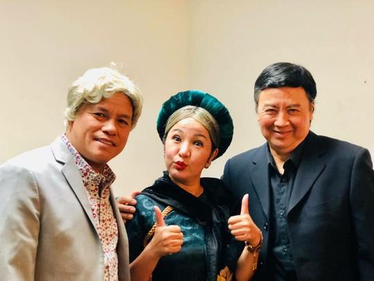 Nghệ sĩ Tú Trinh với Con ma nhà họ Hứa được kiều bào chào đón - Ảnh 2.