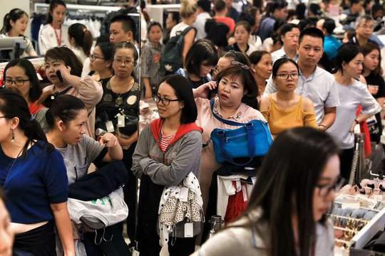 Chen chân mua hàng hiệu giảm giá Black Friday - Ảnh 8.