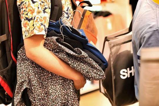 Chen chân mua hàng hiệu giảm giá Black Friday - Ảnh 10.