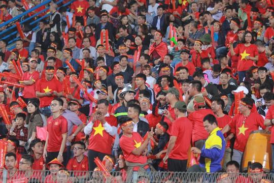 Thắng Campuchia 3-0, Việt Nam vào bán kết với ngôi đầu bảng A - Ảnh 9.