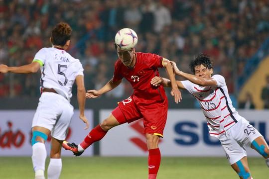 Thắng Campuchia 3-0, Việt Nam vào bán kết với ngôi đầu bảng A - Ảnh 5.