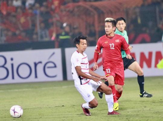 Thắng Campuchia 3-0, Việt Nam vào bán kết với ngôi đầu bảng A - Ảnh 3.