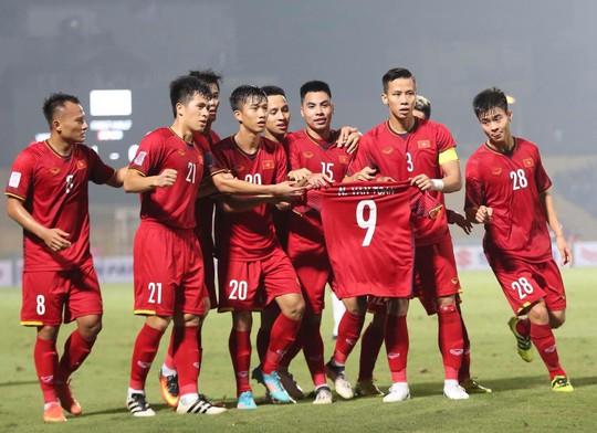 Thắng Campuchia 3-0, Việt Nam vào bán kết với ngôi đầu bảng A - Ảnh 4.