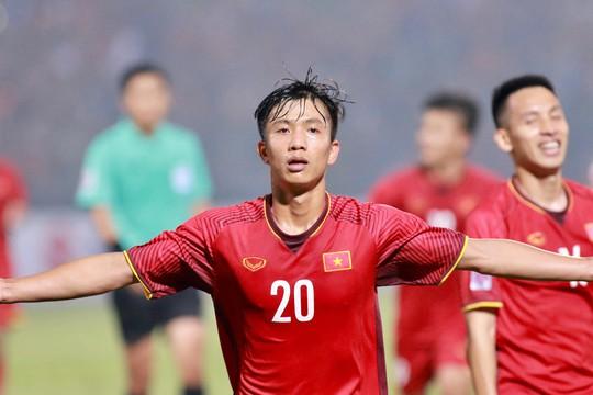 Thắng Campuchia 3-0, Việt Nam vào bán kết với ngôi đầu bảng A - Ảnh 2.