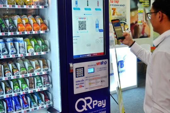 Nở rộ thanh toán bằng quét mã QR - Ảnh 1.
