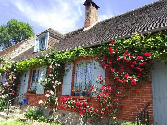 Những ngôi nhà thơ mộng đẹp như cổ tích ở làng quê nước Pháp - Ảnh 12.