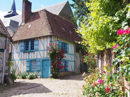 Những ngôi nhà thơ mộng đẹp như cổ tích ở làng quê nước Pháp - Ảnh 15.