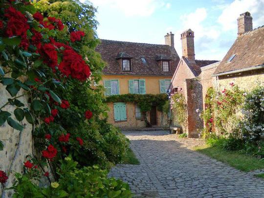 Những ngôi nhà thơ mộng đẹp như cổ tích ở làng quê nước Pháp - Ảnh 6.