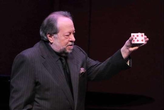 Diễn viên kiêm ảo thuật gia phi bài Ricky Jay qua đời - Ảnh 2.