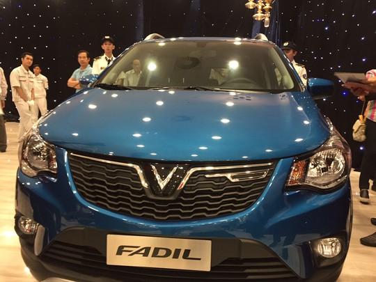 Chen nhau xem ôtô VinFast ra mắt tại TP HCM - Ảnh 7.