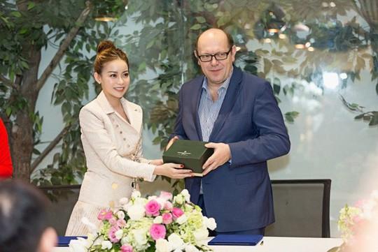 Minh Tú gặp rắc rối lớn tại cuộc thi Hoa hậu Siêu quốc gia - Ảnh 2.