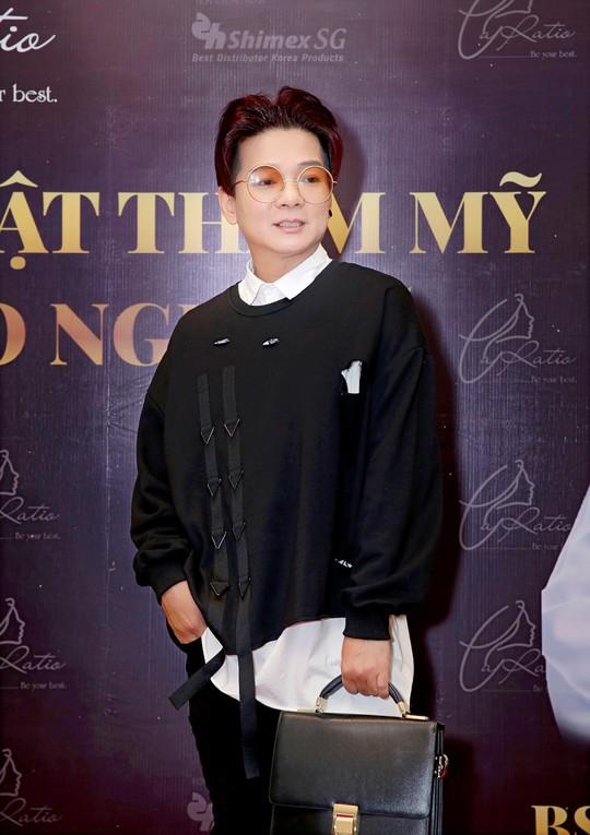 Nhiều ca sĩ, nghệ sĩ ủng hộ dự án phẫu thuật thẩm mỹ của bác sĩ Võ Thành Trung - Ảnh 4.