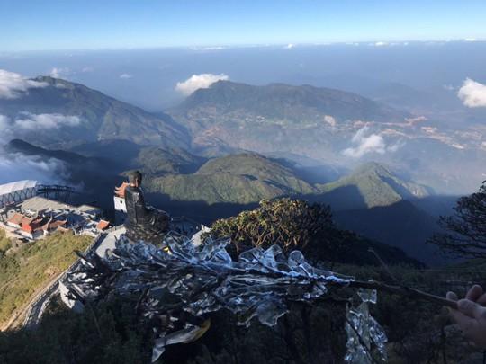 Ngắm hoa băng lung linh kỳ thú trên đỉnh Fansipan - Ảnh 2.