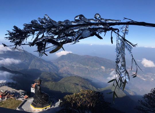 Ngắm hoa băng lung linh kỳ thú trên đỉnh Fansipan - Ảnh 13.