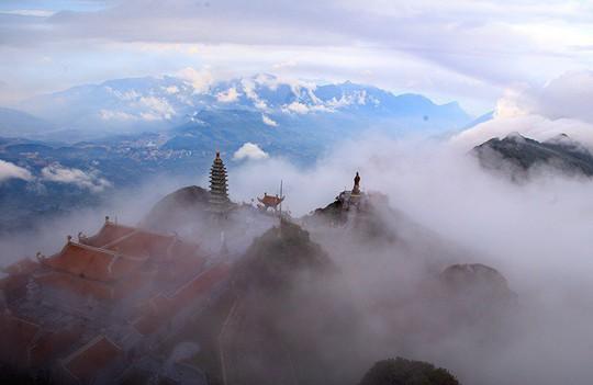 Ngắm hoa băng lung linh kỳ thú trên đỉnh Fansipan - Ảnh 1.