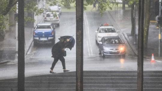 Úc: Mưa 1 giờ bằng cả tháng, đường phố Sydney biến thành sông - Ảnh 4.