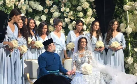 Lộ ảnh vua Malaysia cưới hoa khôi Moscow - Ảnh 2.