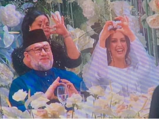 Lộ ảnh vua Malaysia cưới hoa khôi Moscow - Ảnh 3.