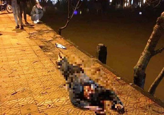 Tông vào gốc mai anh đào ven hồ Xuân Hương, nam thanh niên chết tại chỗ - Ảnh 1.