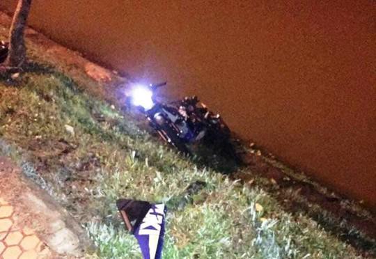 Tông vào gốc mai anh đào ven hồ Xuân Hương, nam thanh niên chết tại chỗ - Ảnh 2.