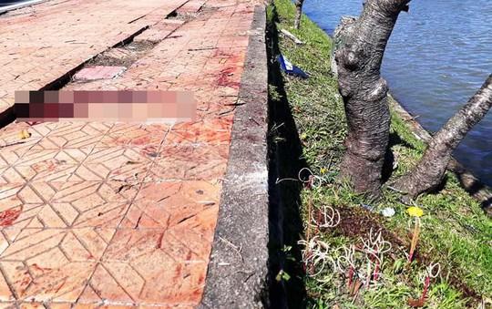 Tông vào gốc mai anh đào ven hồ Xuân Hương, nam thanh niên chết tại chỗ - Ảnh 3.