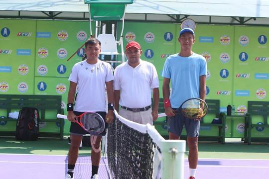 Hoàng Nam đấu với Cheng Yu Yu
