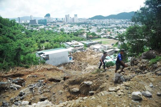 Dừng bán nhà ở dự án nghi sạt lở gây chết 4 người dân Nha Trang - Ảnh 1.