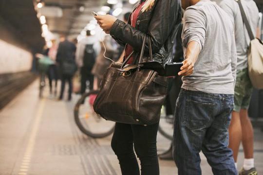 Mẹo tránh bị lừa tiền, mất cắp khi du lịch châu Âu - Ảnh 1.