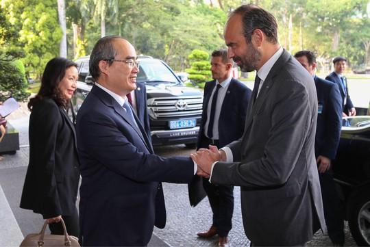 Thủ tướng Pháp nắm tay thân mật Bí thư Nguyễn Thiện Nhân - Ảnh 6.
