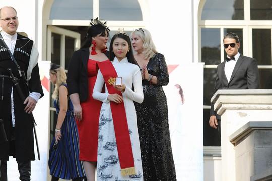 Hoa hậu Hoàn vũ nhí Ngọc Lan Vy được Hoàng gia Georgia phong tước - Ảnh 4.