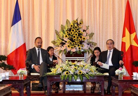 Thủ tướng Pháp nắm tay thân mật Bí thư Nguyễn Thiện Nhân - Ảnh 1.
