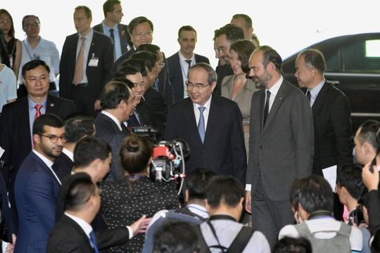 Thủ tướng Pháp nắm tay thân mật Bí thư Nguyễn Thiện Nhân - Ảnh 2.