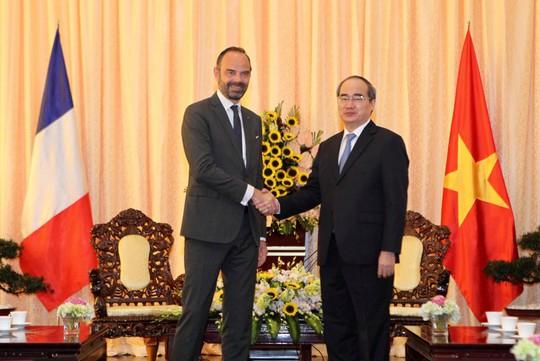 Thủ tướng Pháp nắm tay thân mật Bí thư Nguyễn Thiện Nhân - Ảnh 3.