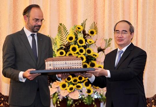 Thủ tướng Pháp nắm tay thân mật Bí thư Nguyễn Thiện Nhân - Ảnh 4.